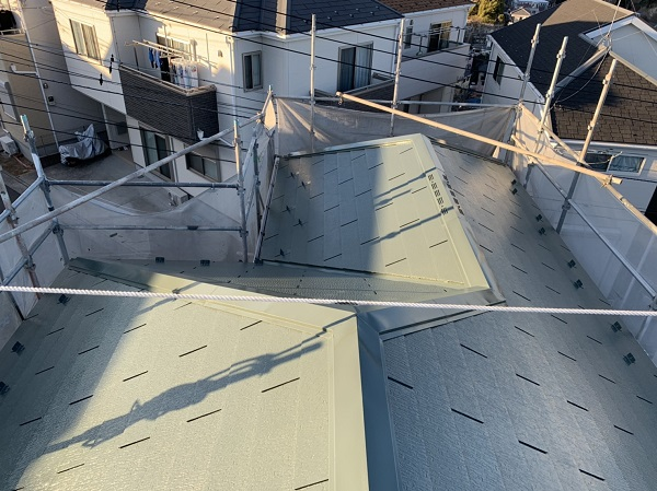 神奈川県横須賀市 M様邸 屋根塗装 ニッペ ファインパーフェクトベスト 雪止め (1)